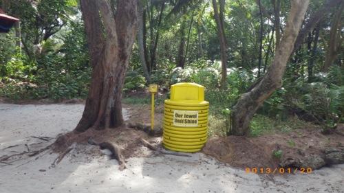 サイパン格安旅行の旅 2日目 マニャガハ島 黄色いゴミ箱