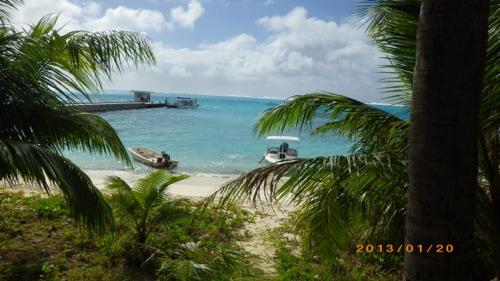 サイパン格安旅行の旅 2日目 マニャガハ島 桟橋とヤシの木と青い海