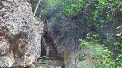 サイパン格安旅行の旅 3日目 グロット 階段