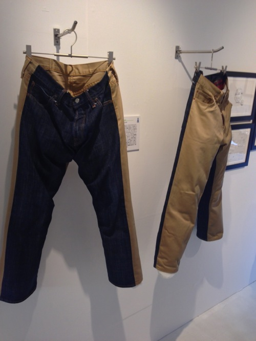 半々のジーンズとチノパン